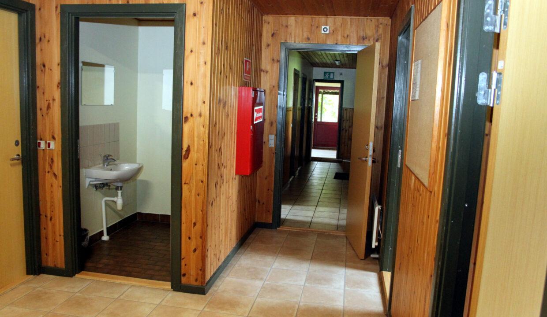 13-toilet og gang