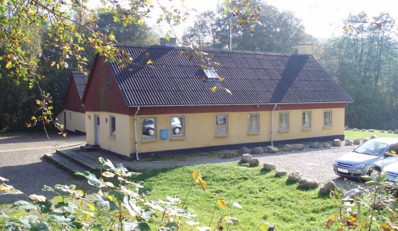 Hovedbygning-og-P-plads